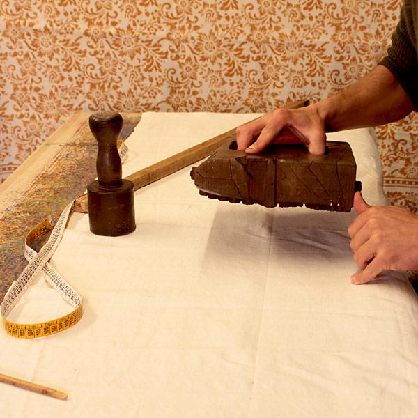 Usare inchiostri serigrafici ad acqua per stampare con matrici in legno