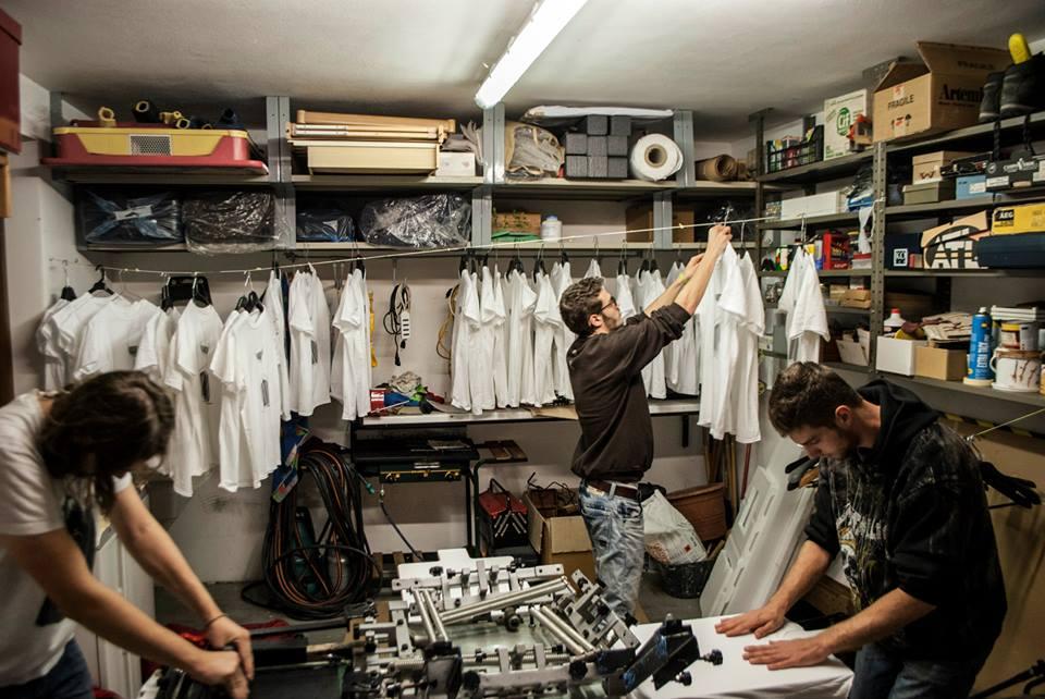 laboratorio di serigrafia in garage