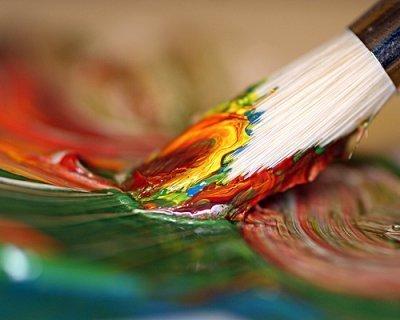 Dipingere a mano su carta siliconata per transfer serigrafico