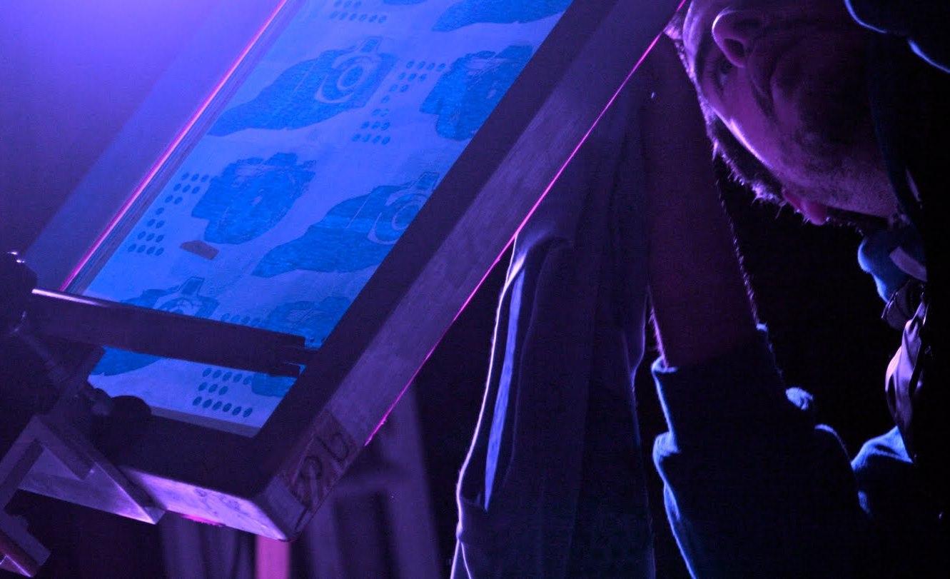 come incidere un telaio con luce UV