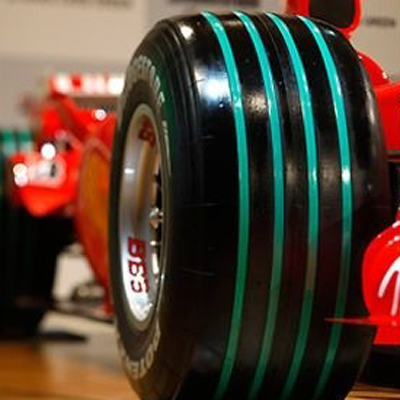 realizzare scritte su pneumatici da formula 1