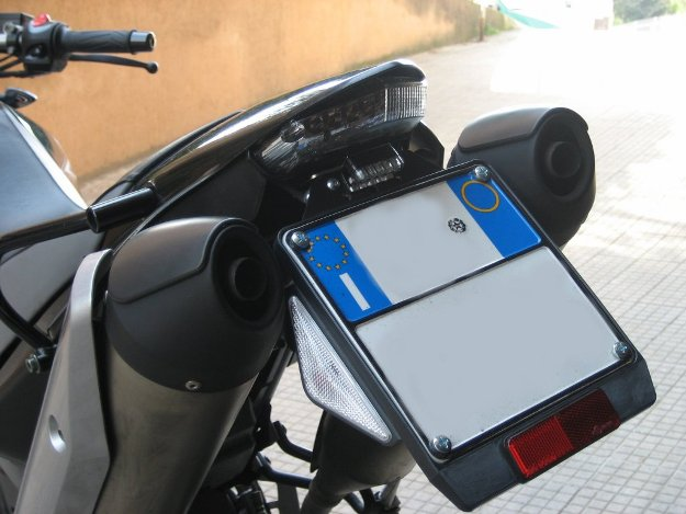 Come personalizzare il portatarga in PVC di auto e moto