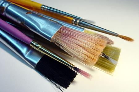 Stendere gli inchiostri all'acqua con il pennello direttamente sulla stoffa