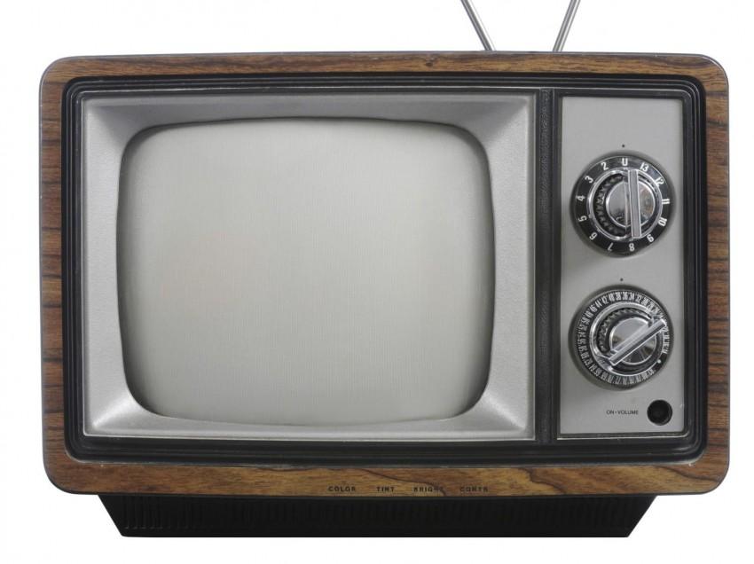 Ripristinare le scritte di un televisore d'epoca con la decalcomania