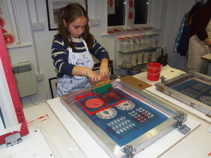 Scuola, serigrafia e tempere. Migliorare la qualità della stampa