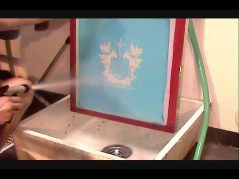 Come pulire un telaio che ha stampato con inchiostri all'acqua