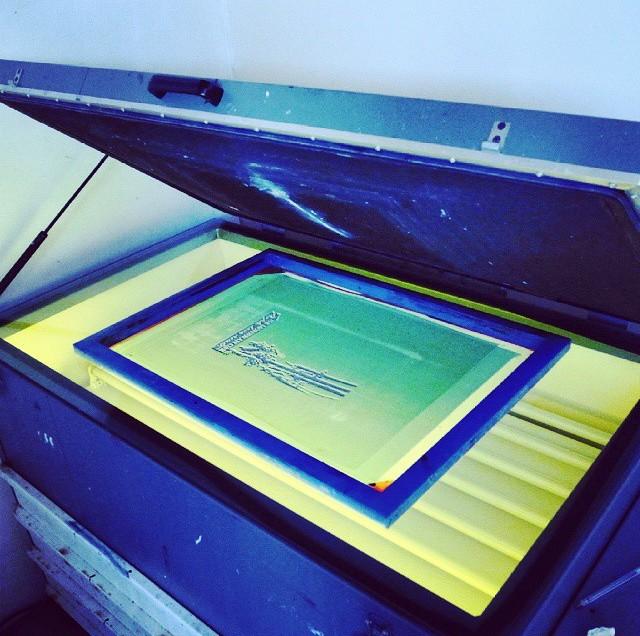 Neon UV abbronzanti e incisione del telaio serigrafico