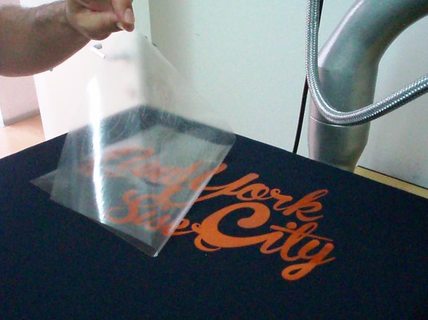 Come stampare magliette personalizzate con attrezzatura trasportabile