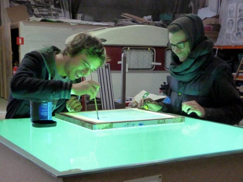 Come calcolare l'esposizione con un bromografo autocostruito e l'emulsione Textil HT