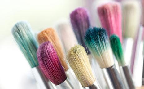 Come dipingere a mano una t-shirt con colori da serigrafia