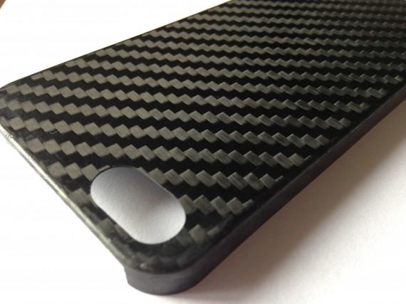 Si può fare sublimazione su cover in fibra di carbonio?