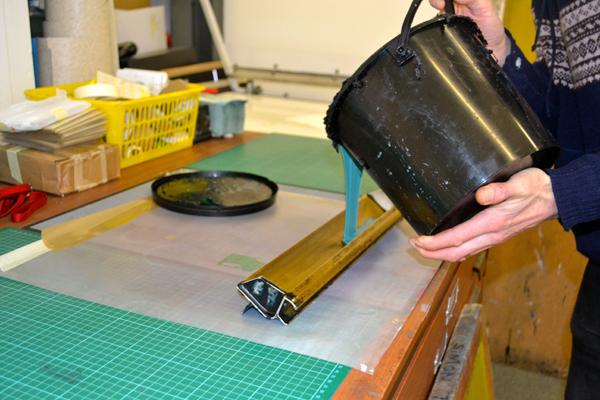 Come lavorare una gelatina al diazo per serigrafia