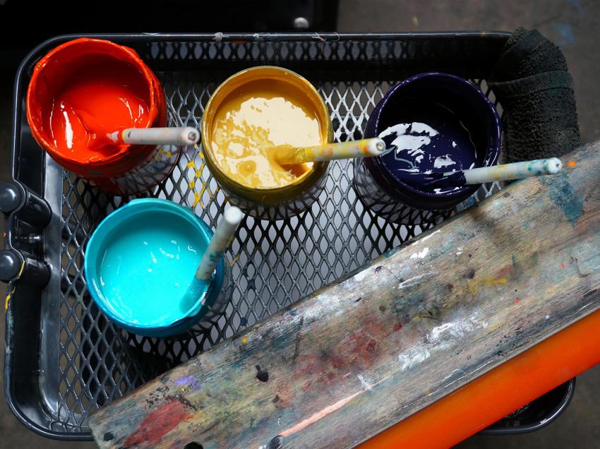Inchiostri e filatura per la stampa su plastica, metallo e tessuti naturali