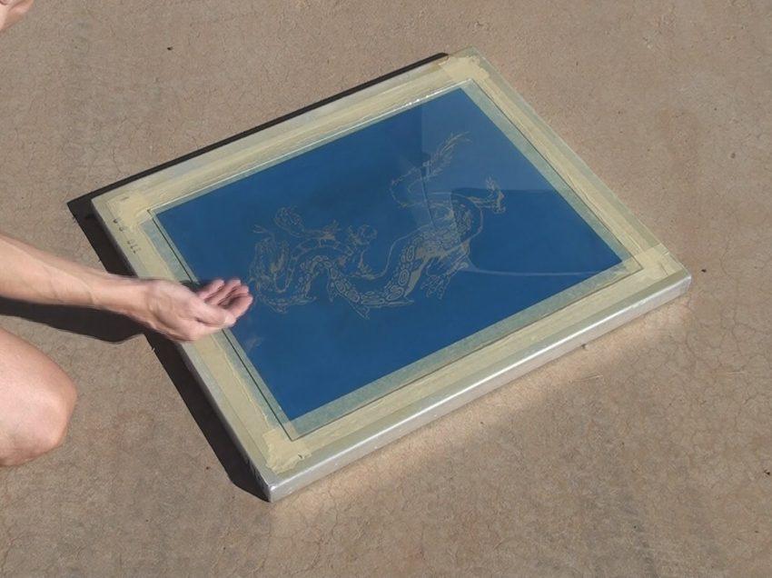 Serigrafia: l'emulsione adatta per incidere i telai con la luce del sole