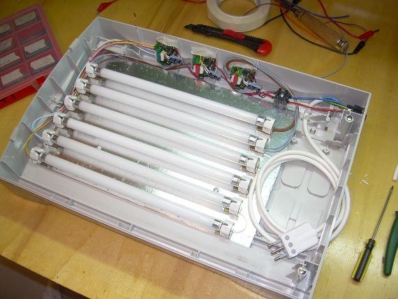 Il consiglio per costruirsi in casa un bromografo con i Neon UV